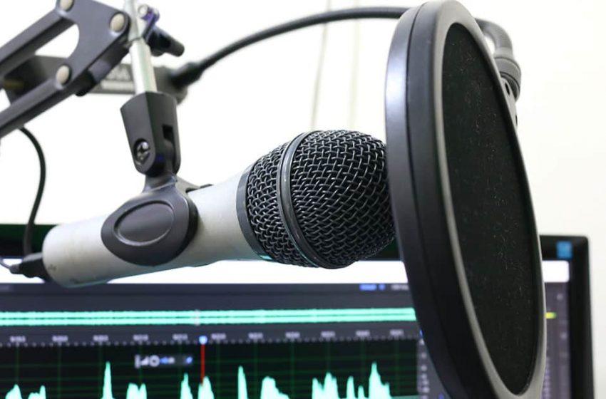 La lista del equipo esencial para comenzar un Podcast de buena calidad