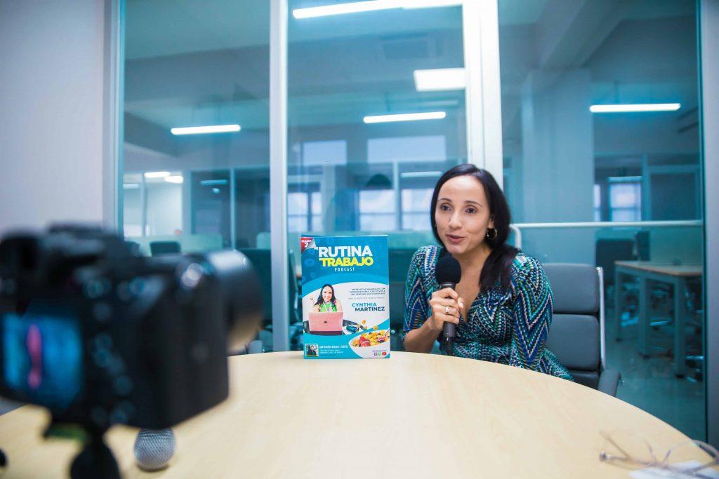 Cynthia Martinez de My Barely Famous Life en el podcast de Cereal Empresarial